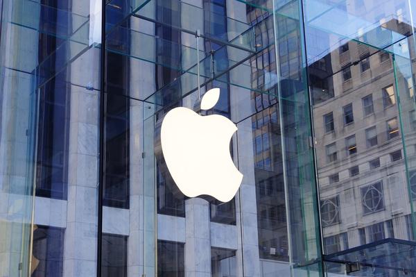 スティーブ・ジョブズ氏、アップル社CEOを辞任ー