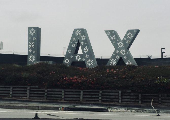LAXのロゴが、今日はなんだかヴィトンみたいだ。