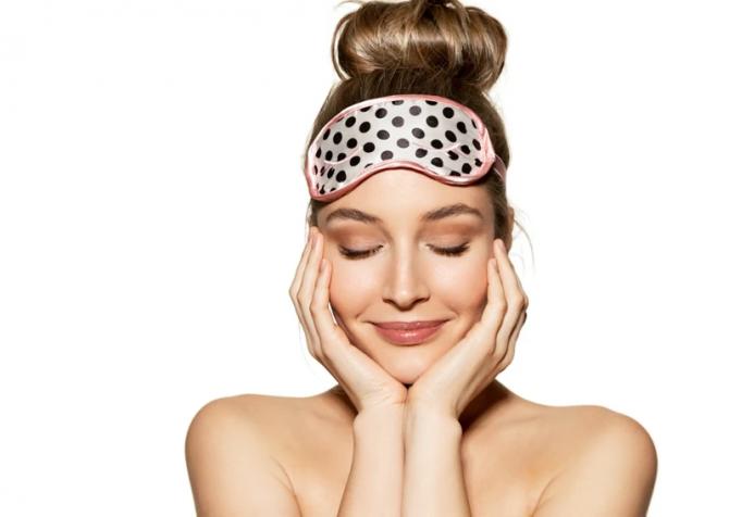 【J-Beautyブログ】メイクしたまま寝ていませんか? 肌の老化につながるその危険な影響とは