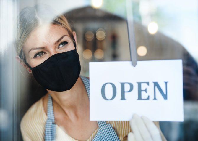 新型コロナウィルスに対する規制の行方とアメリカの小売店。場所によっては再びマスクが必要に