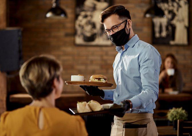 アメリカのレストラン業界とデルタ株。新型コロナウィルスがビジネスに与える影響