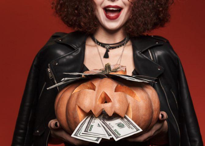 アメリカのホリデー商戦マーケティング。今年のアメリカ人はハロウィーングッズにさらにお金を使う?